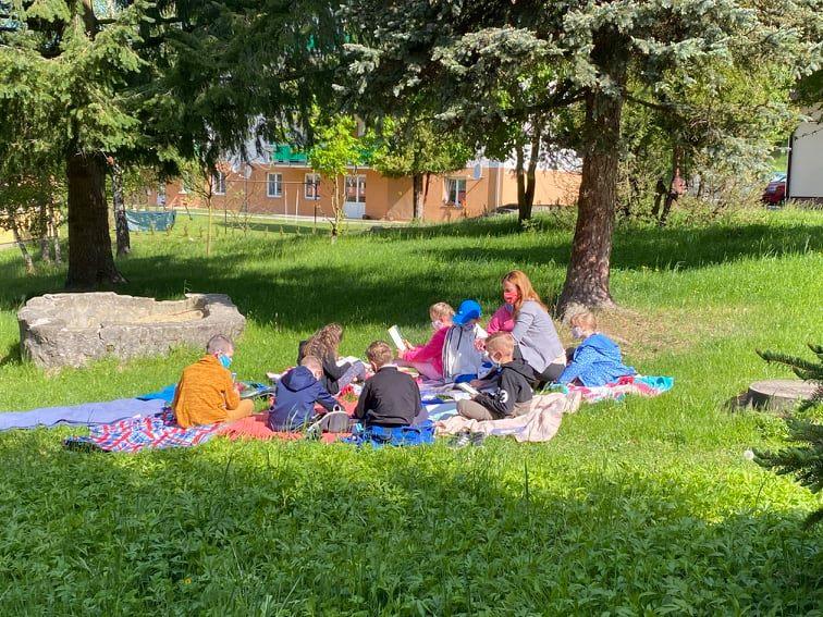 Piknikové vzdelávanie v základnej škole v Povine